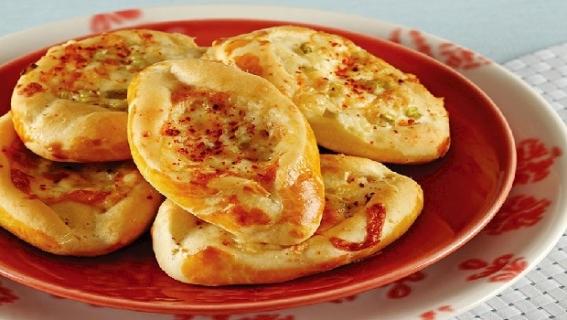 Her öğünde yenilebilen peynirli pide tarifi
