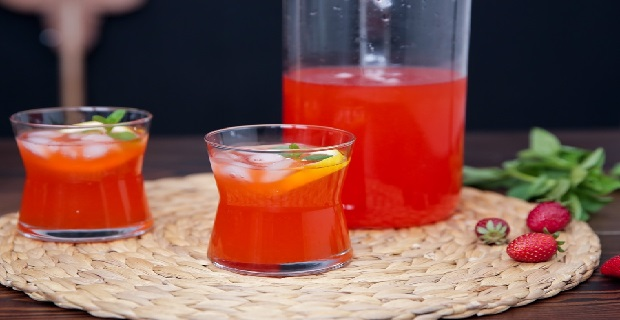 Tadına doyulmayan çilekli limonata nasıl yapılır?