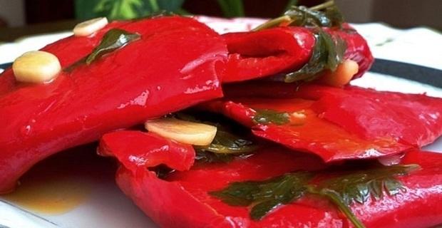Közlemeden yapılan kolay turşu: Yağlı Kırmızı Biber Turşusu