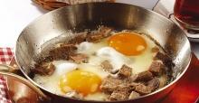 Her öğün yenilebilir: Kavurmalı yumurta tarifi, nasıl yapılır?