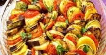 Yaz sofrası lezzeti: Fırında karışık sebze nasıl yapılır?